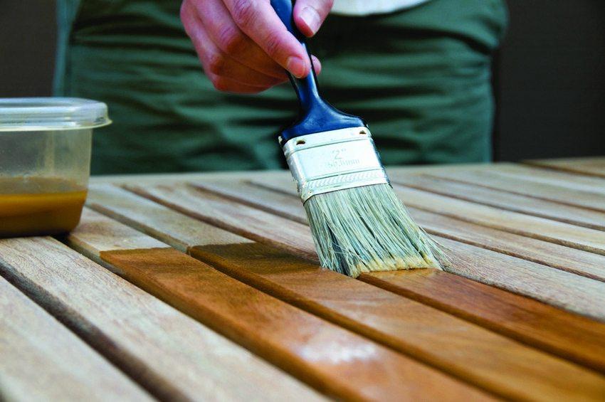 Для более длительного срока эксплуатации конструкции из дерева нуждаются в обработке защитным средством и нанесении финишного покрытия