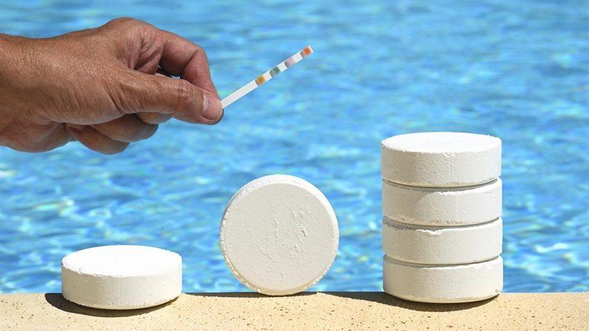 Тестирование воды в бассейне поможет определить степень загрязнения и определить метод ее очистки
