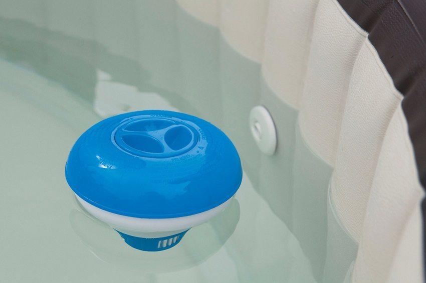 Дозатор-поплавок для таблеток, очищающих воду в бассейне