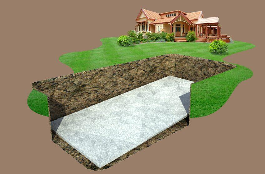 Шаг 2. На дне ямы формируется подушка из смеси цемента и песка