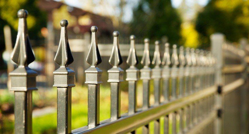 Картинки по запросу Выбор забора для частного домовладения