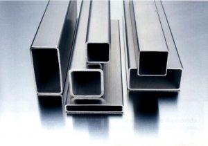 Для установки металлопрофиля в качестве столбов используется профилированная труба, преимущественно с квадратным сечением