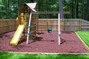 Установка пластикового ската для детской горки является оптимальным вариантом, особенно если площадка предназначена для маленьких детей