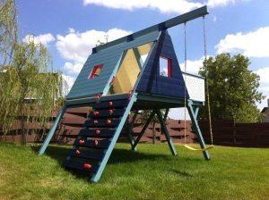 Детский спортивный комплекс, возведенный на придомовой территории