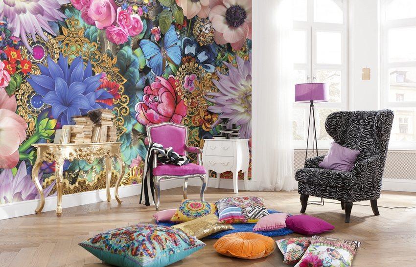 Яркие фотообои в интерьере гостиной будут радовать глаз и создавать праздничное настроение