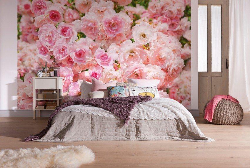 В интерьере спальни лучше использовать светлые цвета, такие как бежевый или розовый