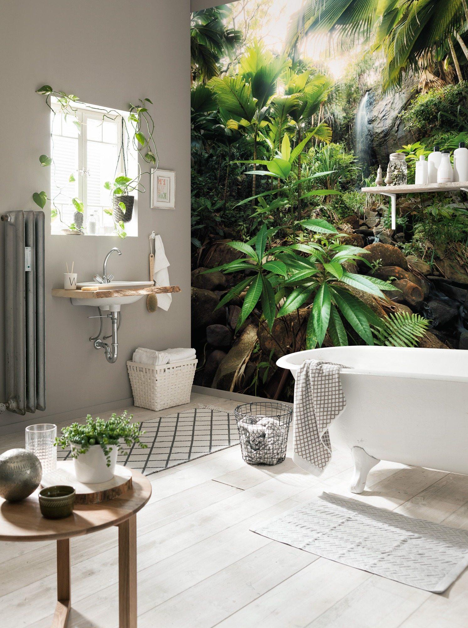Специальные влагостойкие фотообои можно использовать для отделки стен ванной комнаты