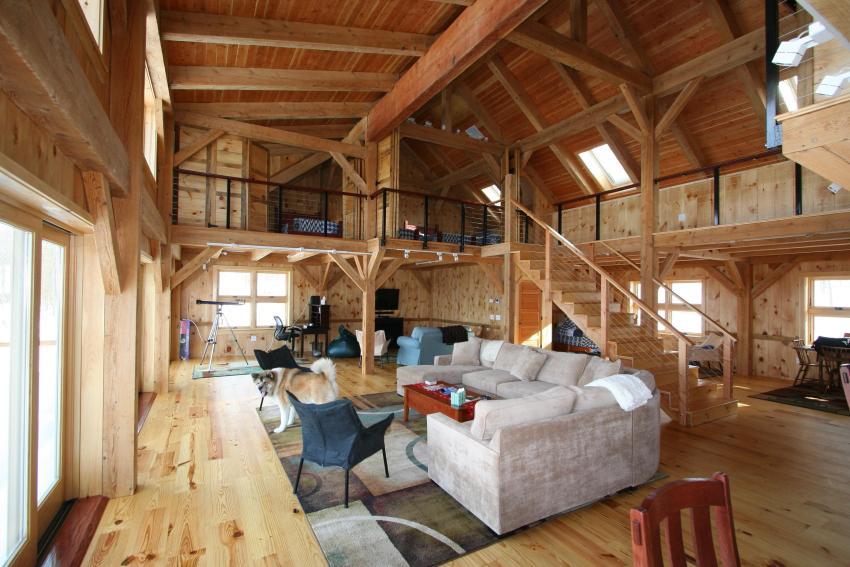 Многофункциональное зонированное пространство двухэтажного деревянного дома