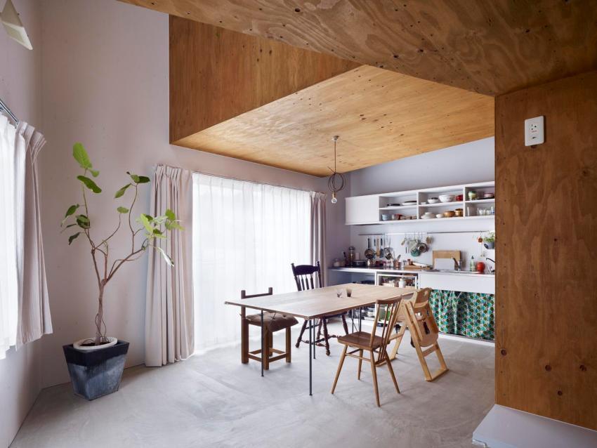 Штукатурка и листы влагостойкой фанеры в отделке деревянного дома