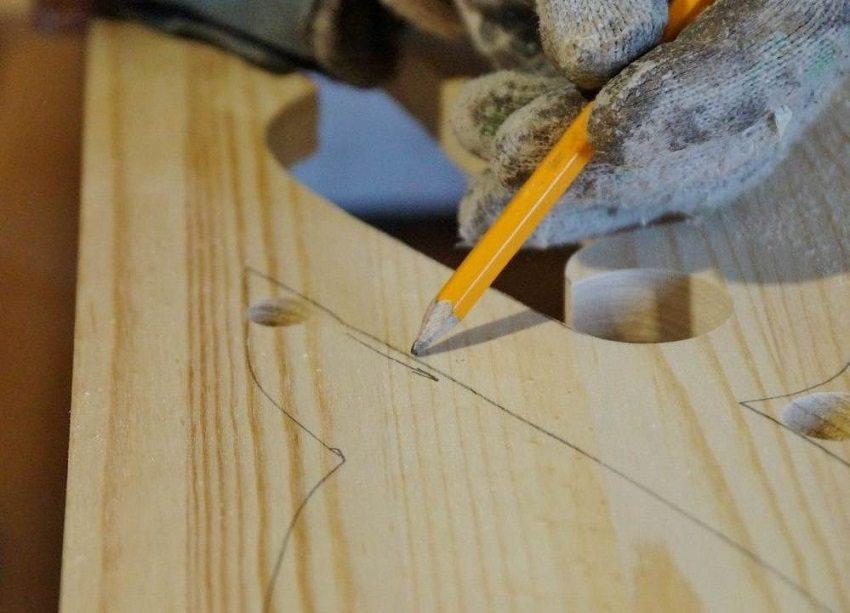Наличники на окна своими руками, шаг 2: нанесение узора на лицевую деревянную поверхность простым карандашом