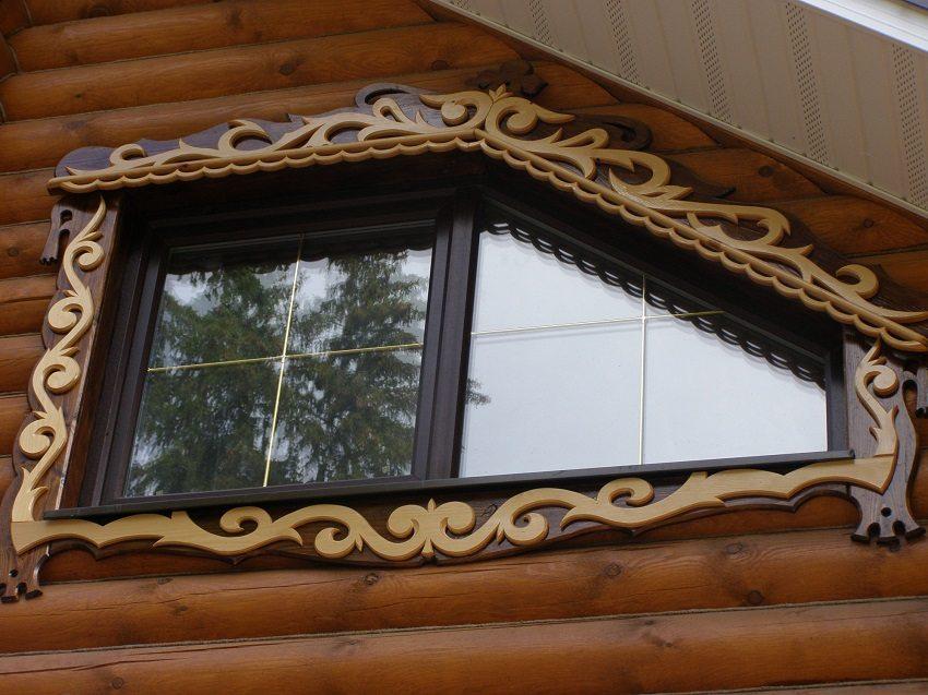 Необычные наличники для окна мансарды