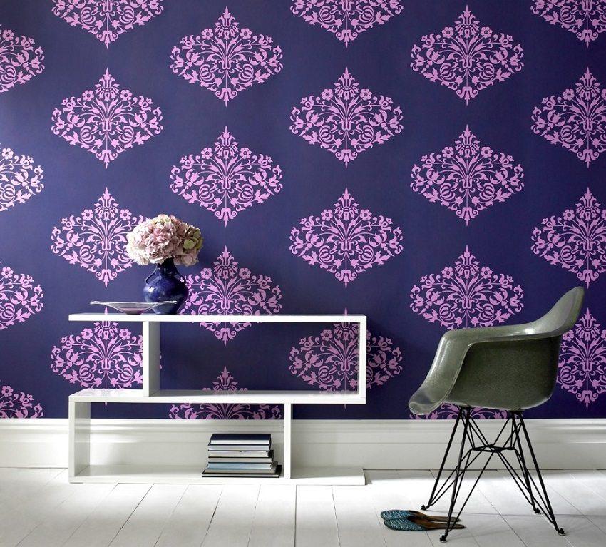 Смелые цвета обоев с объемными элементами придадут комнате яркость