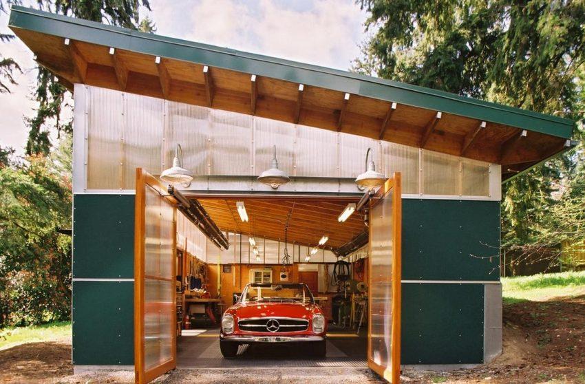 Гараж из металла и поликарбоната с односкатной крышей