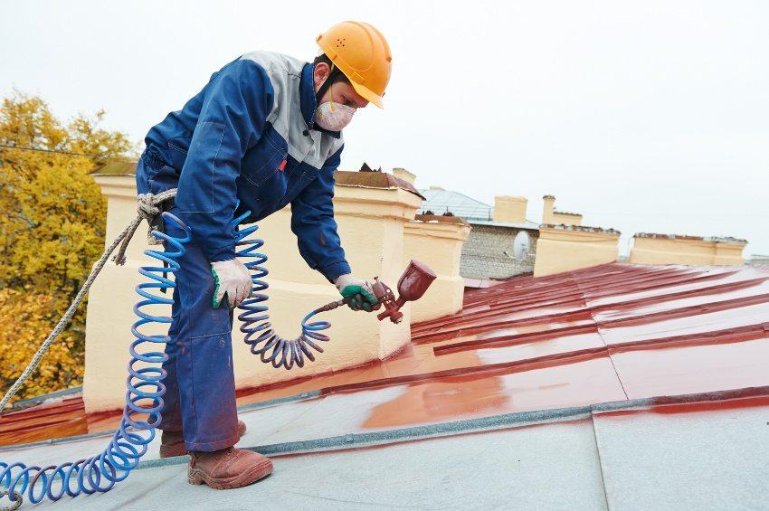 Придать эстетический внешний вид стальной или алюминиевой крыше можно с помощью окрашивания