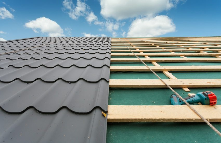 Монтаж односкатной крыши из металлочерепицы
