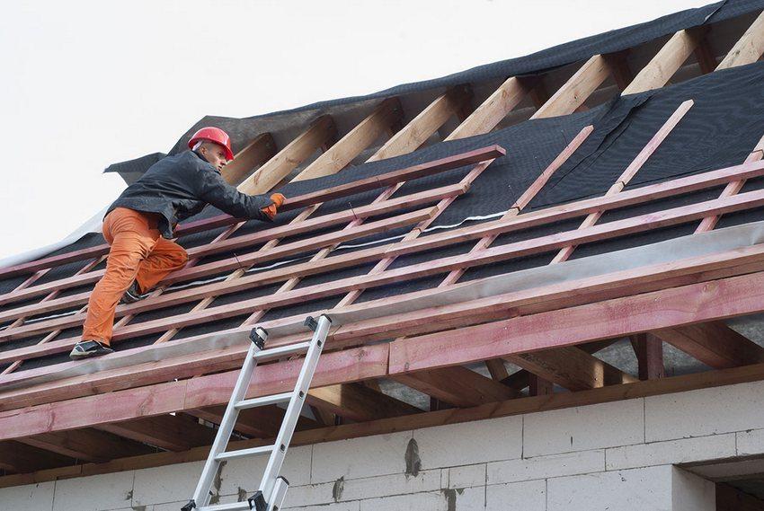 Строительство односкатной крыши своими руками. Шаг 4: монтаж обрешетки