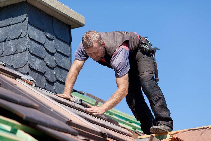 Строительство односкатной крыши своими руками. Шаг 6: монтаж кровельного покрытия