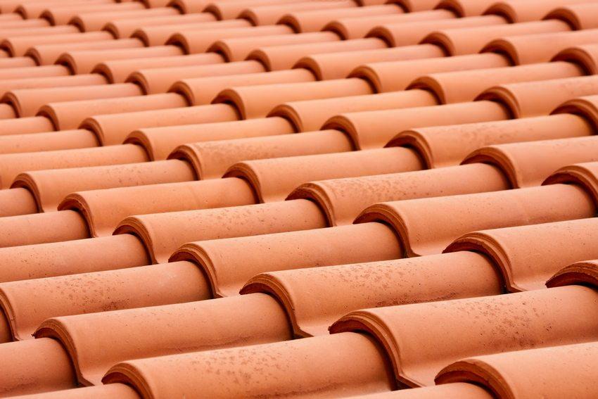 Количество необходимого материала для покрытия кровли зависит от площади крыши и угла ее наклона