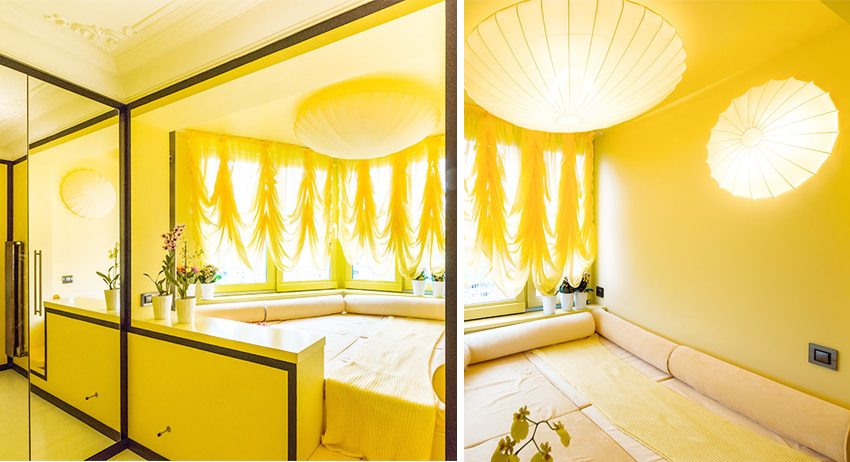 Яркая спальня, занявшая все пространство лоджии
