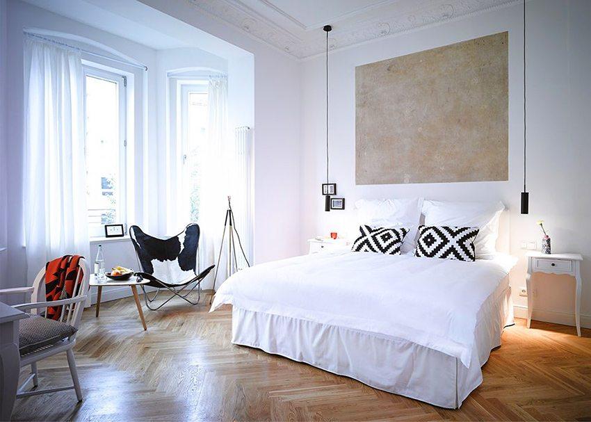 Спальня будет лучше освещена, если убрать простенки между комнатой и лоджией