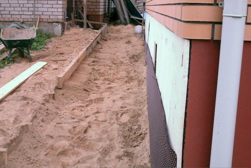 Опалубка может демонтироваться по окончании работ или же оставаться в составе конструкции