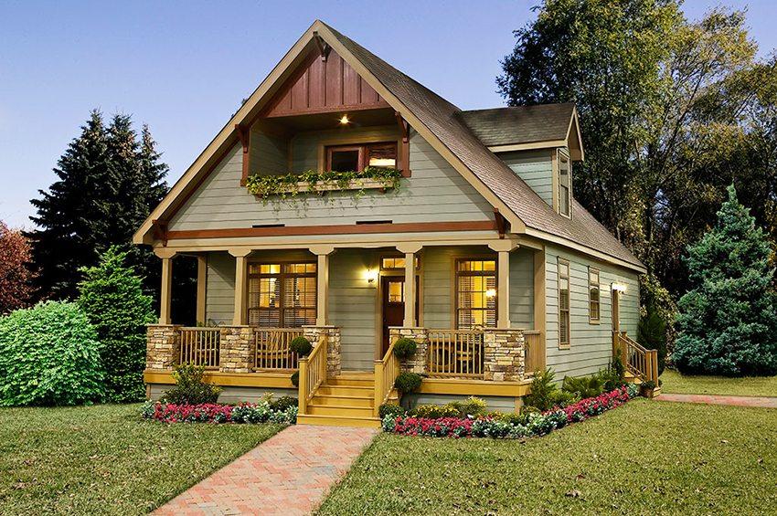 Одноэтажный дачный дом с верандой и мансардой
