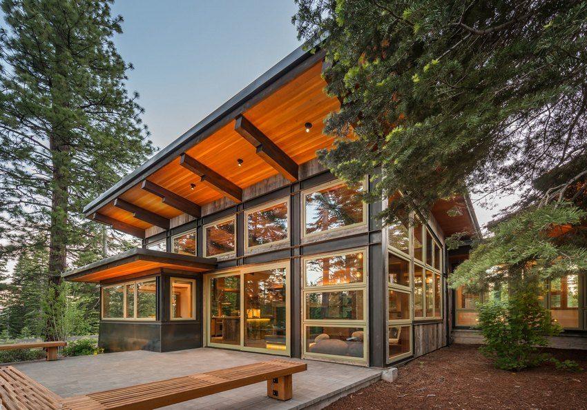Функциональный одноэтажный дом из бруса с односкатной крышей