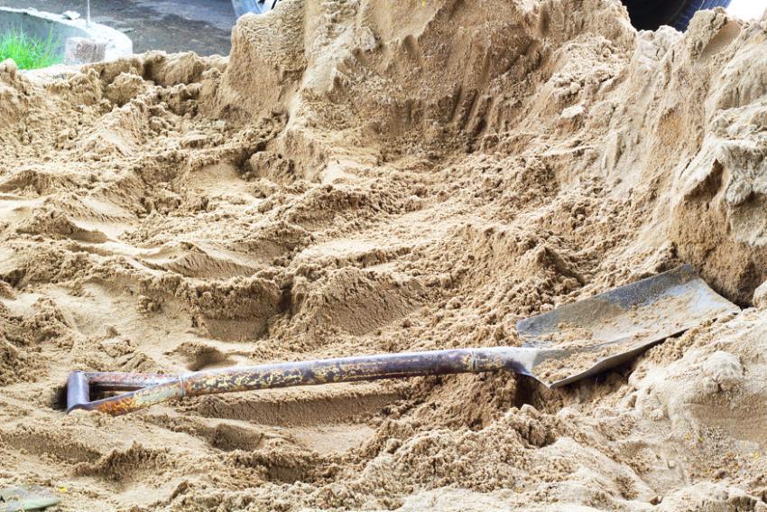 Для расчета веса песка необходимо знать его объем и плотность
