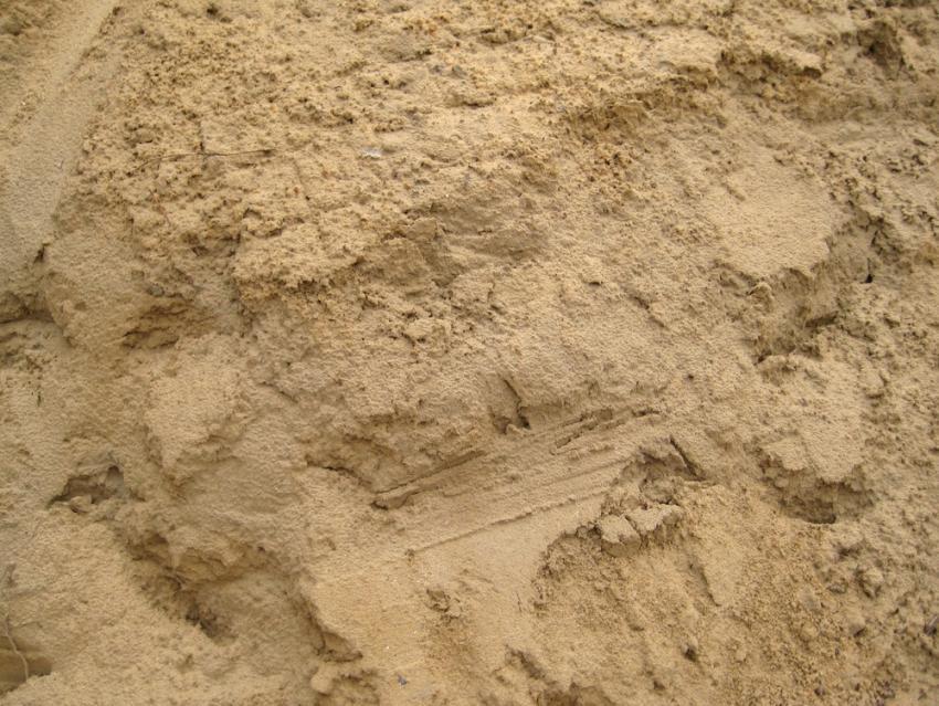 Плотность строительного песка составляет от 1,3 до 1,8 тонн на 1 кубический метр
