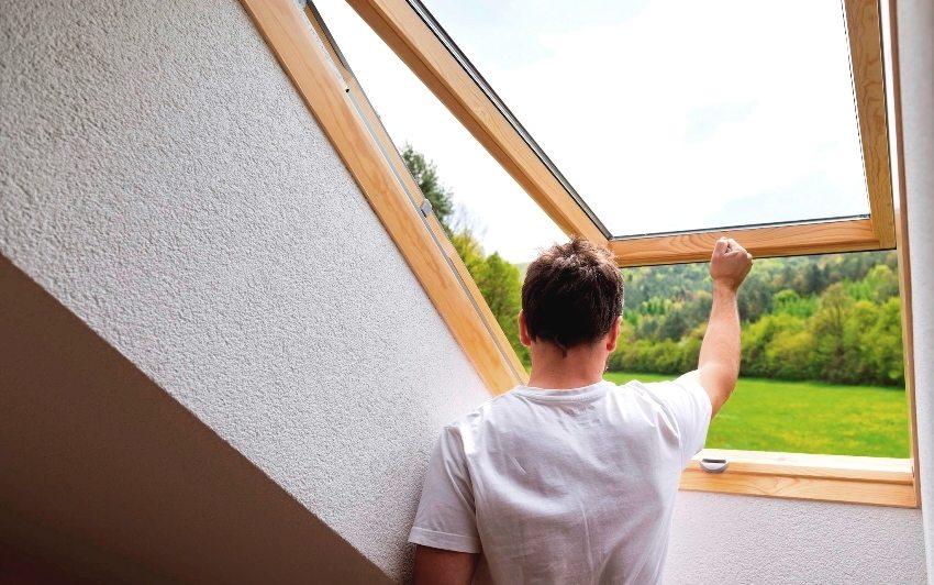 Параметры мансардного окна напрямую зависят от угла наклона крыши