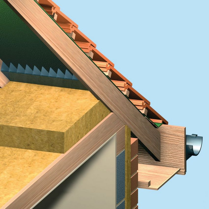 Утеплить потолок в доме с холодным типом кровли можно как собственноручно, так и доверив процесс специалистам