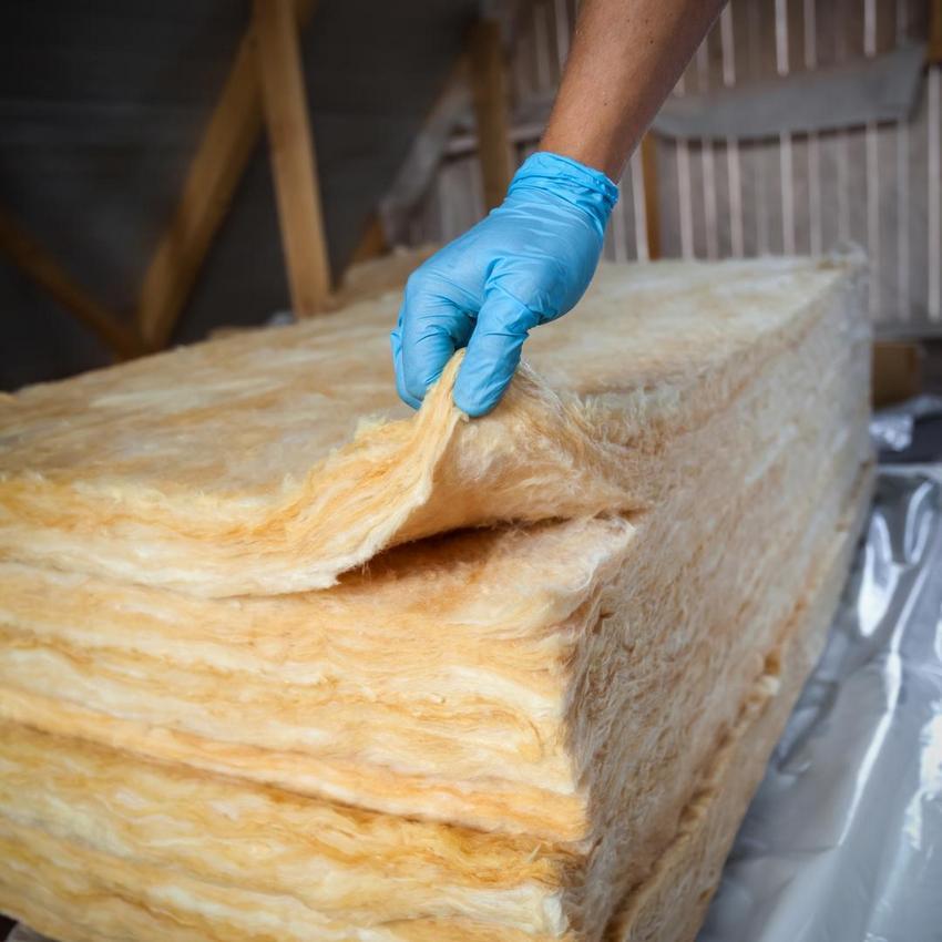 Минеральная вата – самый популярный материал для утепления потолка