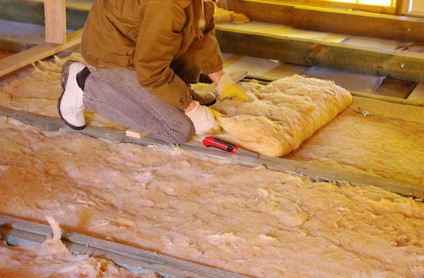 Процесс утепления потолка с применением минеральной ваты