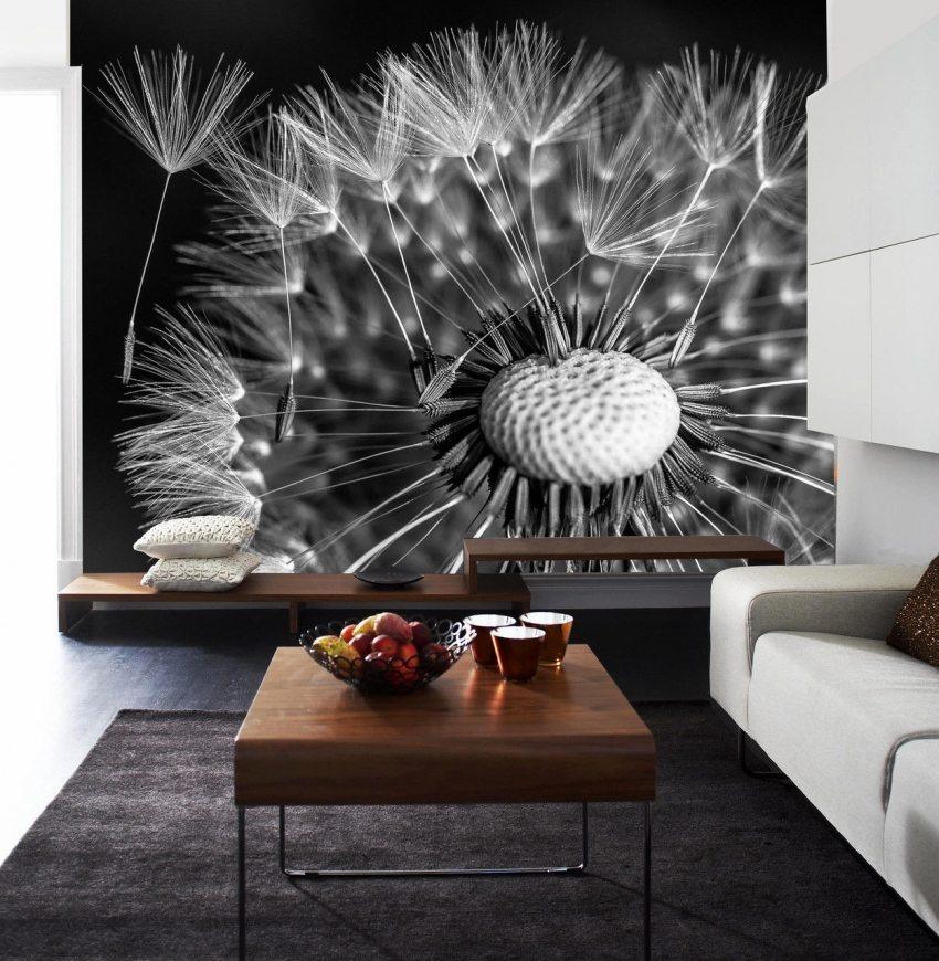 Завораживающе на стене смотрятся изображения цветов в макросъемке