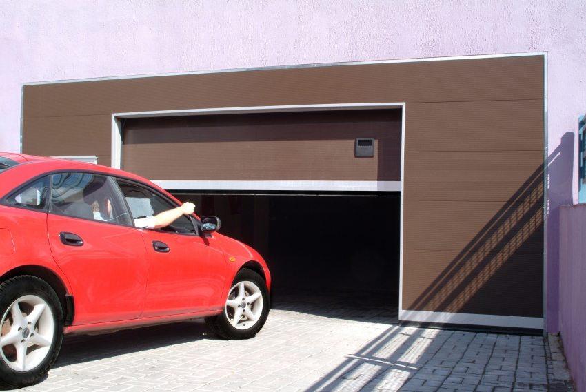 Секционные автоматические гаражные ворота – исключительно рациональное решение для любого гаража