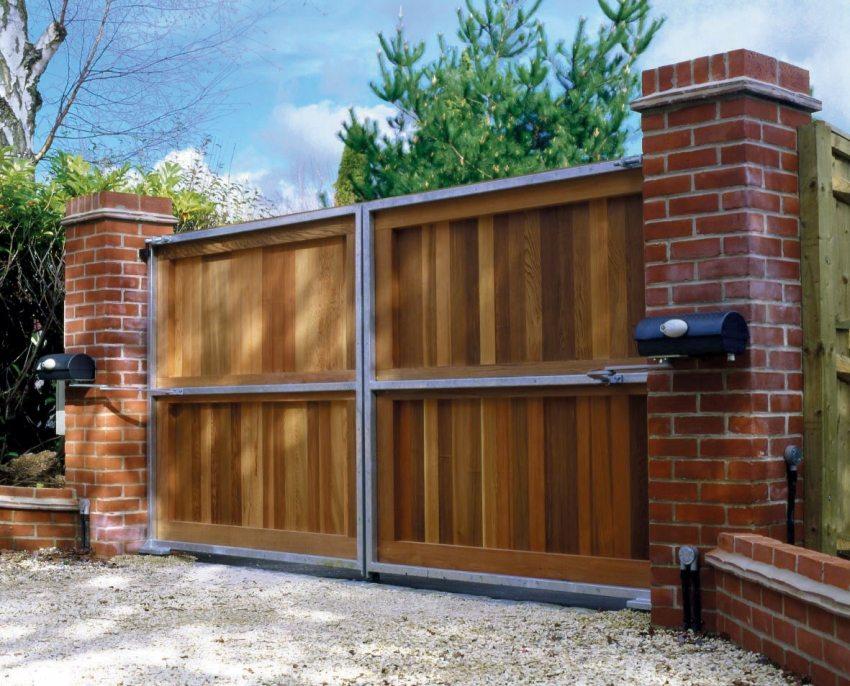 Распашные ворота с автоматикой – практичное и элегантное решение для ограждения придомовой территории