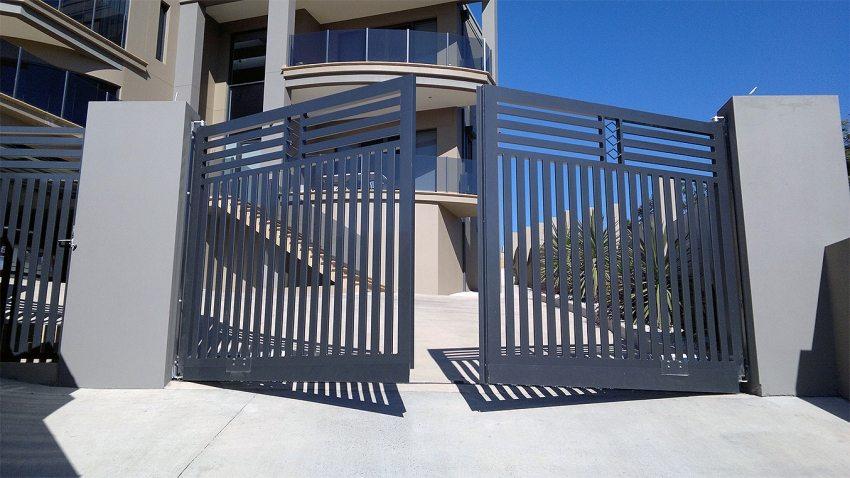 Ворота распашной конструкции с автоматикой