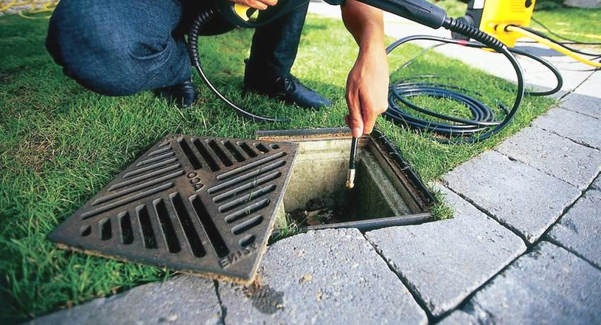 betonnyj-i-plastikovyj-drenazhnyj-kolodec-dlya-livnevoj-kanalizacii-1-2