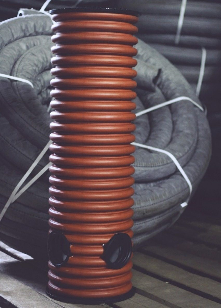 Бетонный и пластиковый дренажный колодец для ливневой канализации