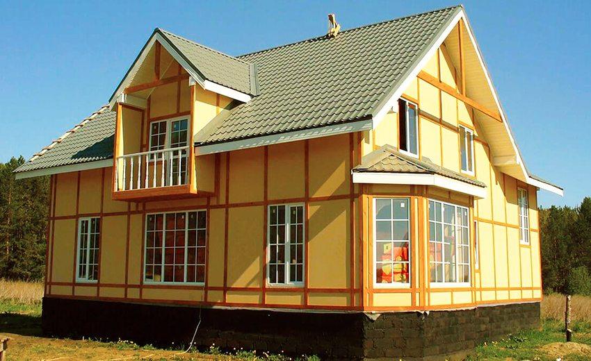 Окрашенные ЦСП панели на фасаде дома