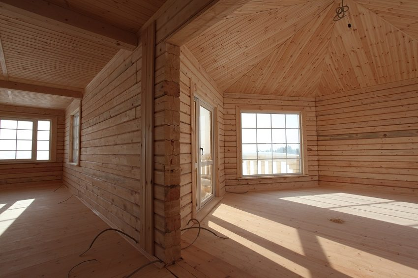 Одним из преимуществ домов из бруса является отсутствие необходимости внутренней отделки