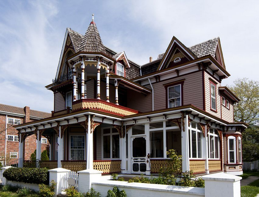 In the construction of the roof of the house in the Victorian style there is a spike-like type of roof