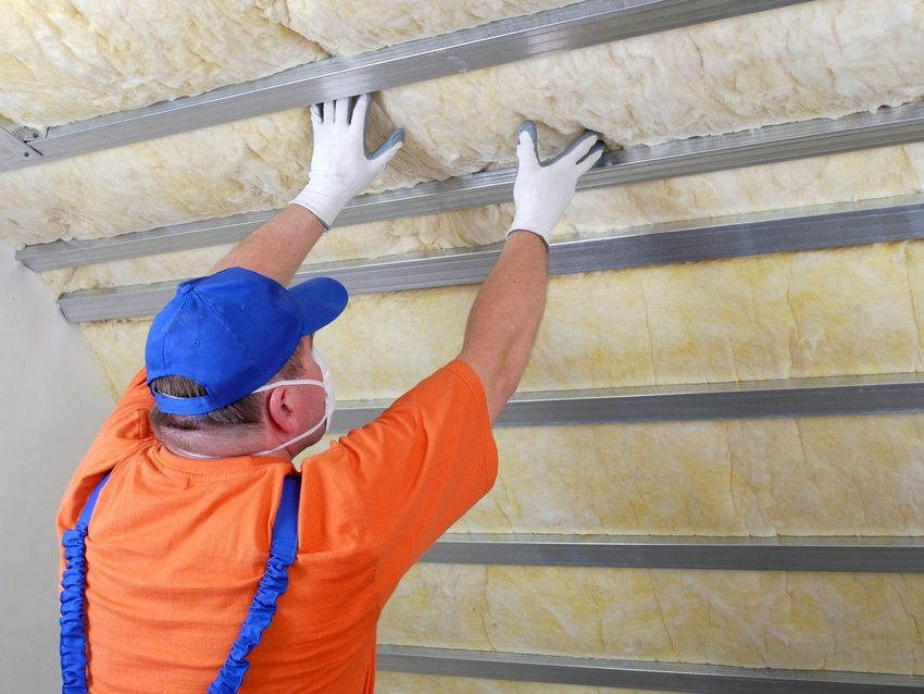 The process of warming the attic roof with mineral wool