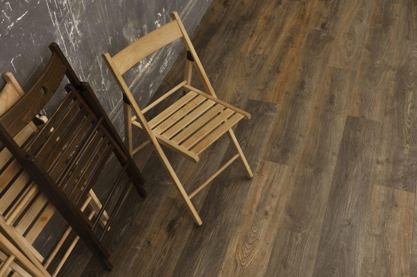 Виниловый ламинат сочетает в себе самые важные свойства напольного покрытия: красоту древесного рисунка, износоустойчивость, влагостойкость, простоту укладки