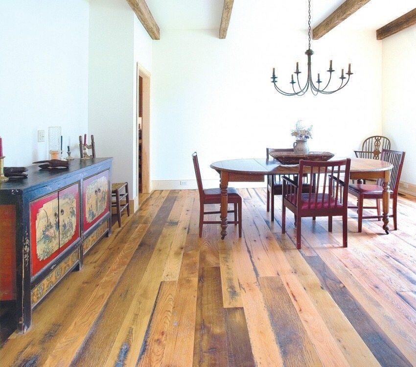 Ламинат под деревянную доску в столовой