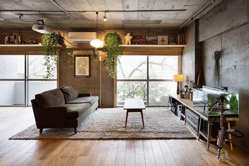 Светло-коричневый ламинат в гостиной