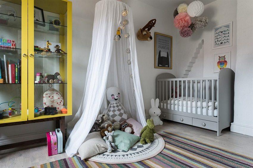 Светло-серый ламинат в детской комнате