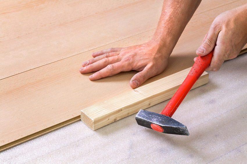 Новый ламинат можно стелить поверх старого только с использованием подложки