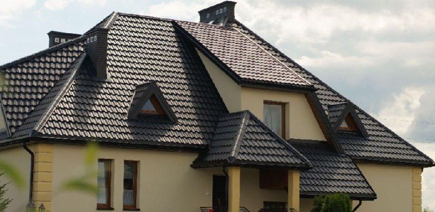 Для большого дома с солидной поверхностью крыши лучше использовать металлочерепицу