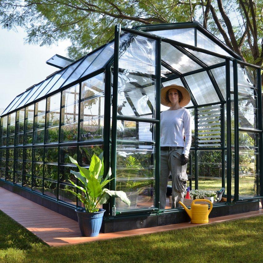 Теплицы и парники являются хорошими помощниками для садовода-огородника